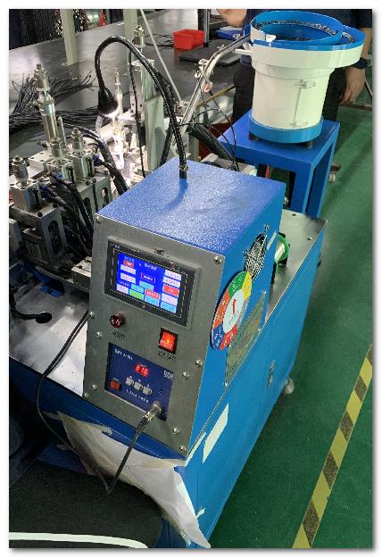 自動焊接機/Auto-Soldering Machine